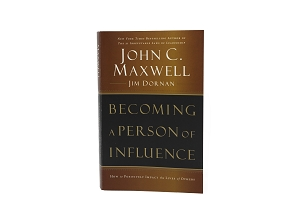 Becoming a Person of Influence - How to Positively Impact the Lives of Others [Paperback]