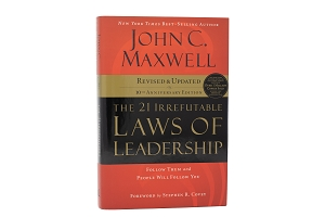 CASE QTY (24) - The 21 Irrefutable Laws of Leadership - Follow Them and People Will Follow You (10th Anniversary Edition) [Hardcover]